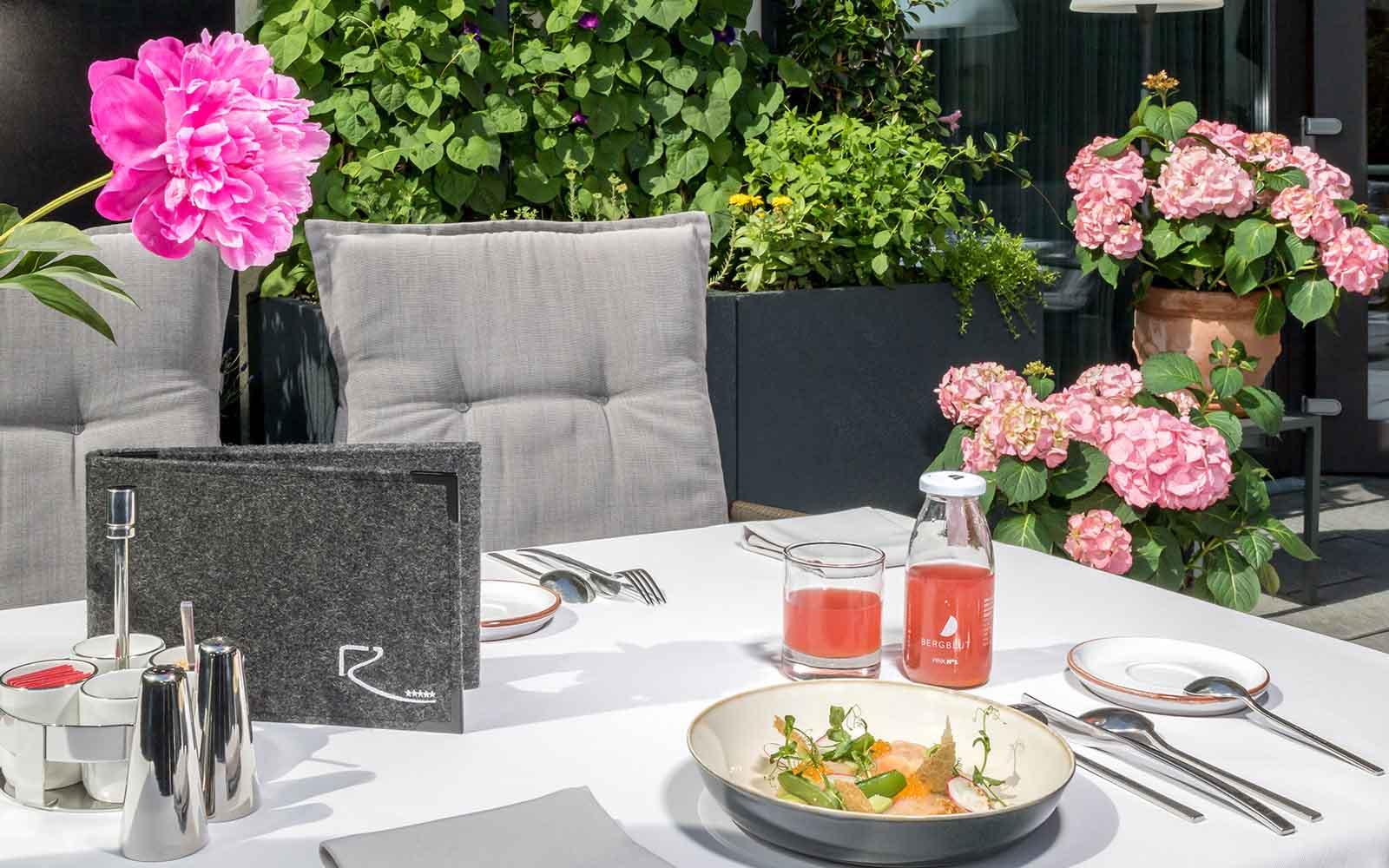 Relais & Châteaux Hotel Restaurant Rosengarten Kirchberg, Tyrol - Terrasse Sommer