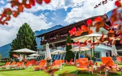 Aussenansicht Happy Stubai Hotel Hostel Neustift Stubaital