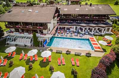 Happy Stubai Hotel Hostel Neustift Stubaital Aussenansicht