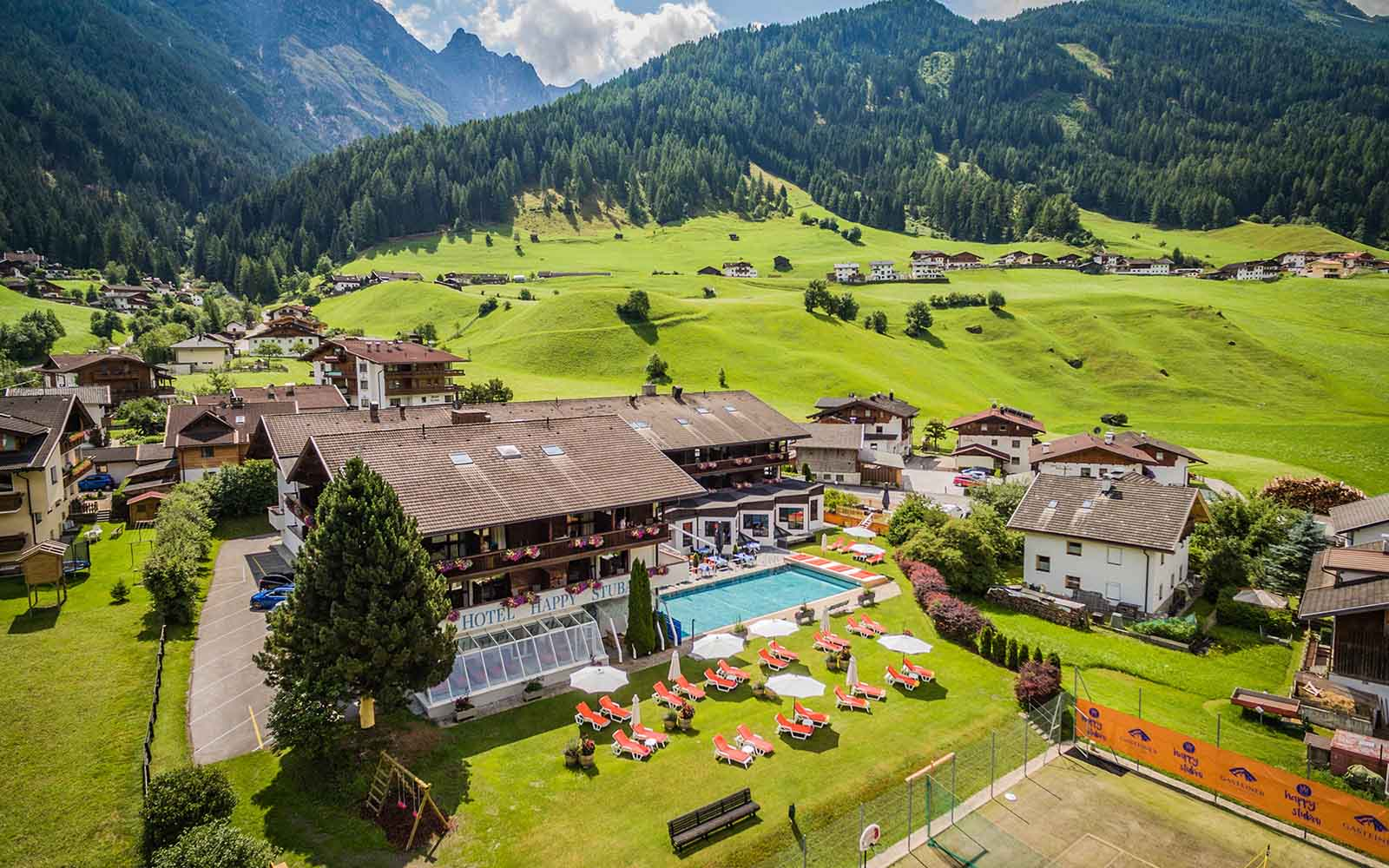 Aussenansicht Happy Stubai Hotel Hostel Neustift Stubaital