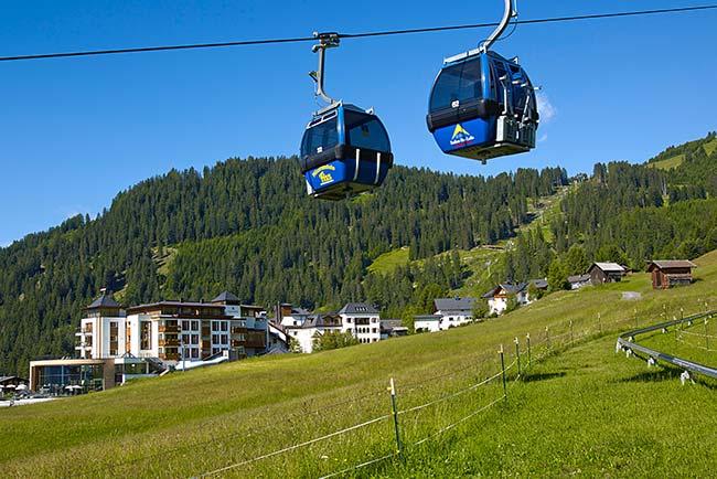 Schlosshotel Fiss 5-Sterne-Hotel Fiss Tirol_Aussenansicht Sommer
