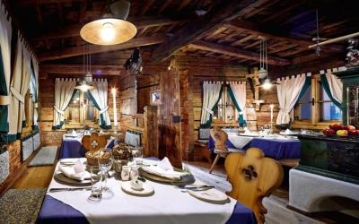 christmas market trip - Niche Destinations 4-star-superior hotel GROSSARLER HOF Jagastubn restaurant
