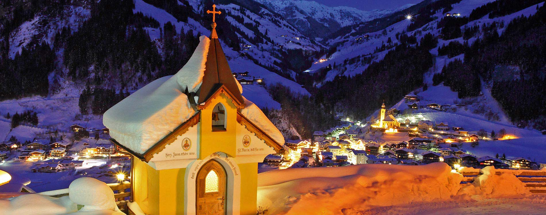 christmas market trip - Niche Destinations 4-star-superior hotel GROSSARLER HOF chapel at night