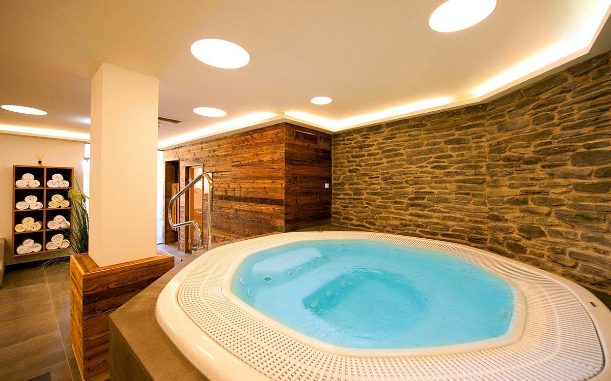 Ski touring holiday - Niche Destinations 4-star-superior hotel GROSSARLER HOF jacuzzi