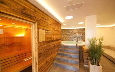Easter skiing - Niche Destinations 4-star-superior hotel GROSSARLER HOF sauna jacuzzi
