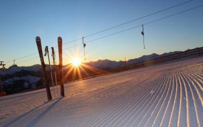 Easter skiing - Niche Destinations 4-star-superior hotel GROSSARLER HOF skis sunset