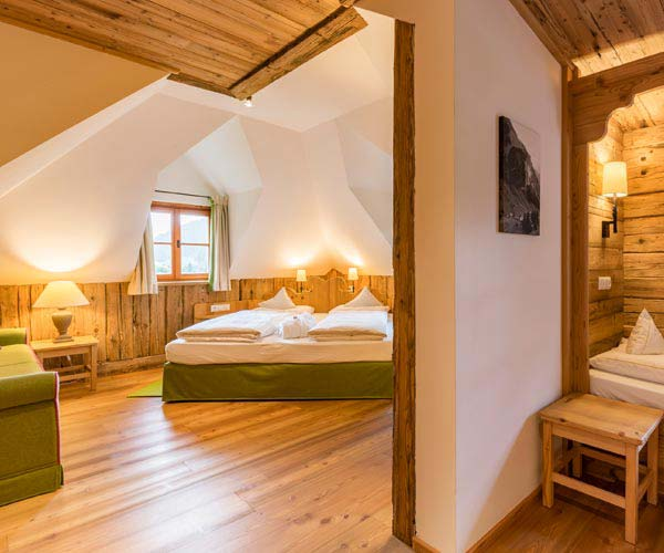 Easter skiing - Niche Destinations 4-star-superior hotel GROSSARLER HOF standard tower room