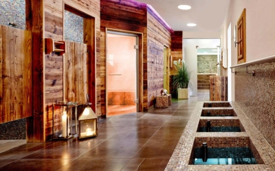Spa break - Niche Destinations 4-star-superior hotel GROSSARLER HOF Erlenreich Relax & Spa hallway