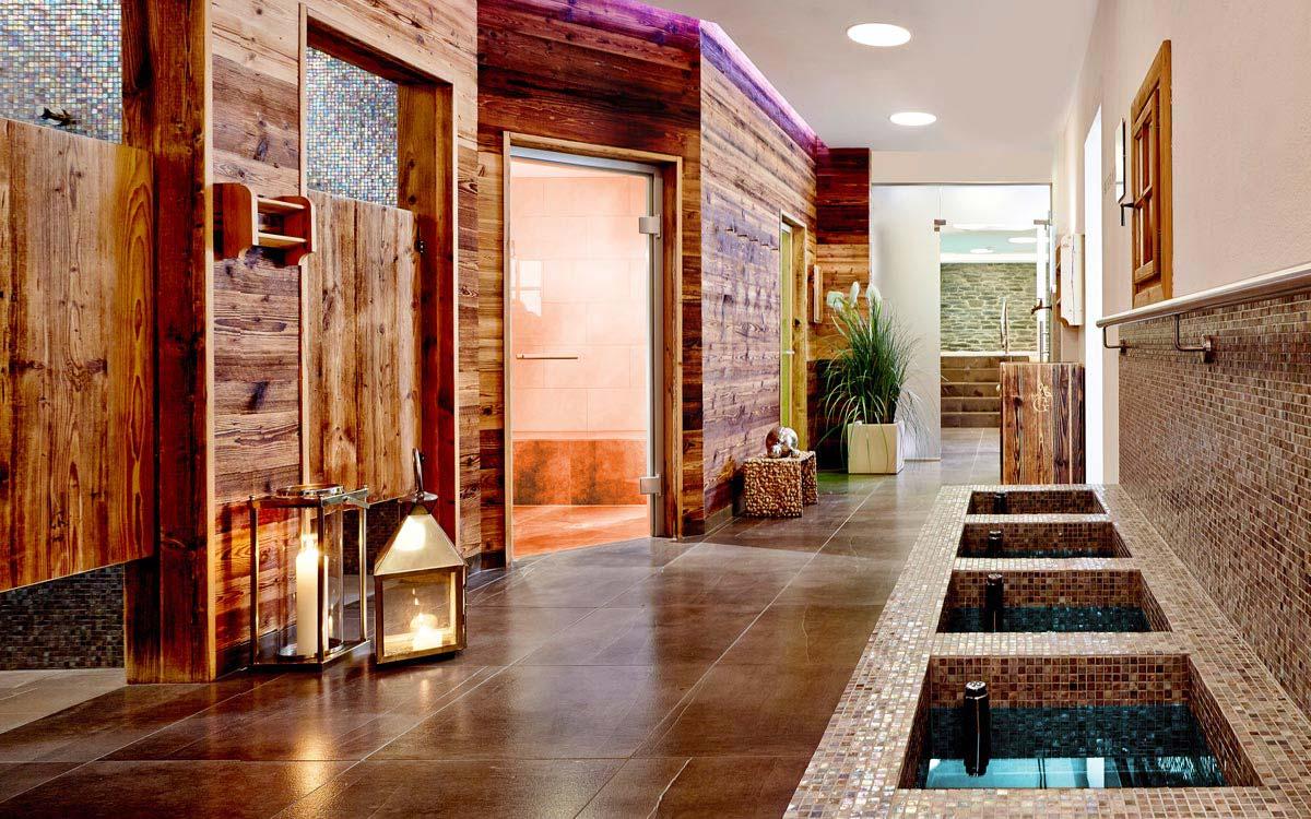 Spa break - Niche Destinations 4-star-superior hotel GROSSARLER HOF Erlenreich Relax & Spa hallway