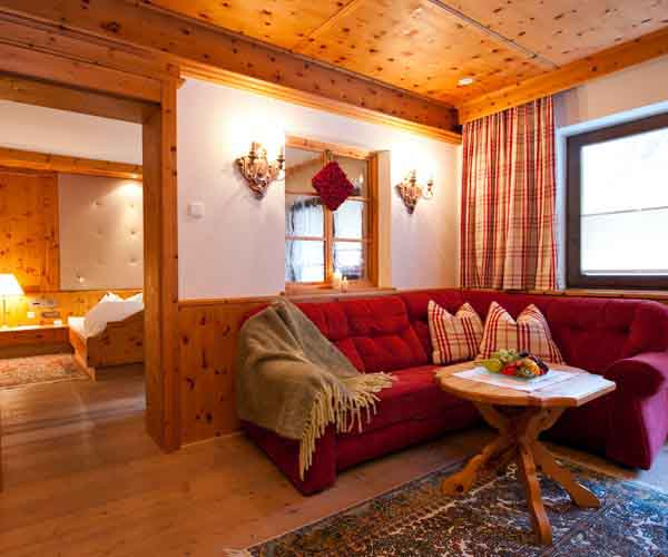 Alpine hiking break in the Stubai Valley at 5-star SPA-HOTEL Jagdhof in Neustift in Tyrol, Austria