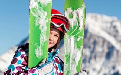 Family ski holiday in Ehrwald at the 4-star Tirolerhof Zugspitzarena Tirol Austria Kids Powder Fun