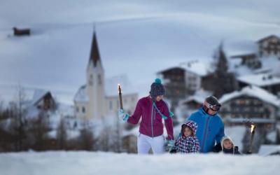 Family ski holiday in Ehrwald at the 4-star Tirolerhof Zugspitzarena Tirol Austria Winter walk