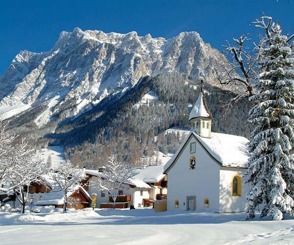 Family ski holiday in Ehrwald at the 4-star Tirolerhof Zugspitzarena Tirol Austria Winterfairytale