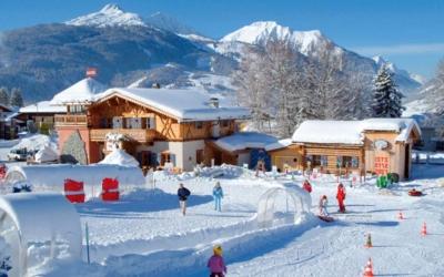 Skiing in december Familienhotel_TIROLERHOF_4-Sterne_Ehrwald_Zugspitzarena_Tirol_Austria_Kinder_ConfettiAlm_Winter