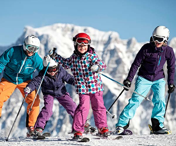 Skiing in the Alps Familienhotel TIROLERHOF 4-Sterne Ehrwald Zugspitzarena Tirol Austria Region Winter Ski