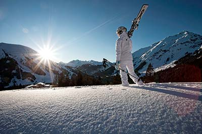 Skiing in the Alps Powder Familienhotel_TIROLERHOF_4-Sterne_Ehrwald_Zugspitzarena_Tirol_Austria_Region_Winter_Ski_22