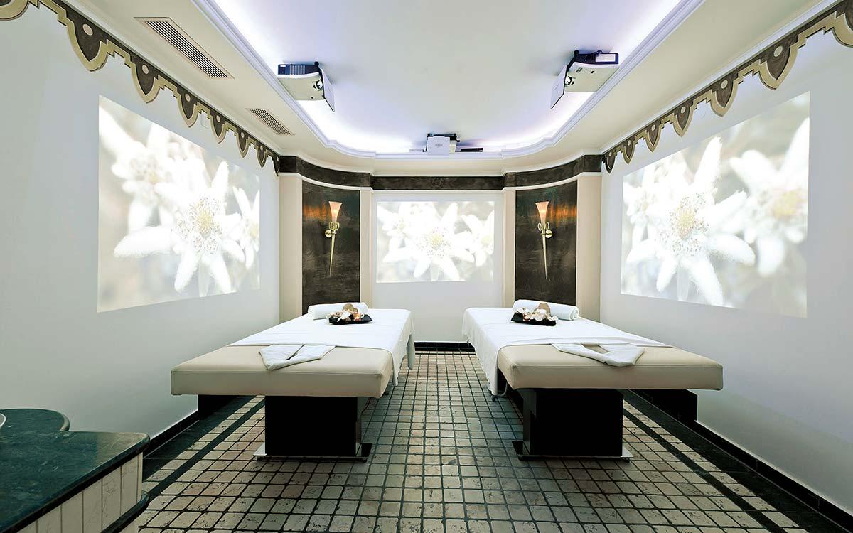 Discovery Lounge 5 star wellnesshotel Jagdhof Tyrol