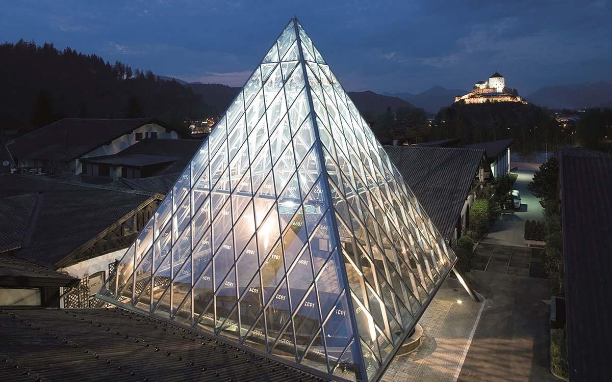 Wine tasting break - ALPENrose Kufstein in Tyrol - riedel pyramid - Niche Destination
