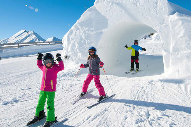GROSSARLER-HOF-4-Sterne-Superior-Hotel-SalzburgerLand-Ski-holiday-kids
