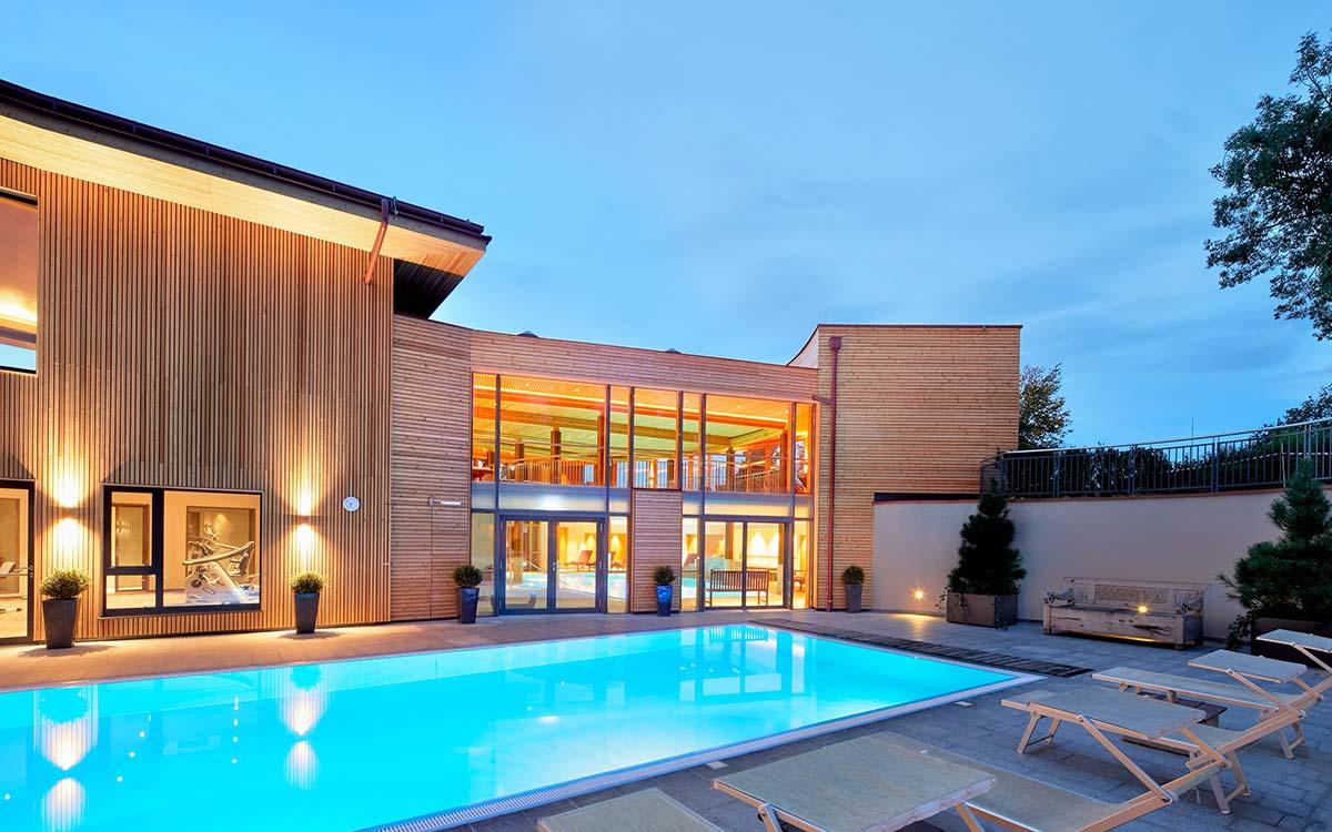 nd_ayurveda_resort_mandira_pool