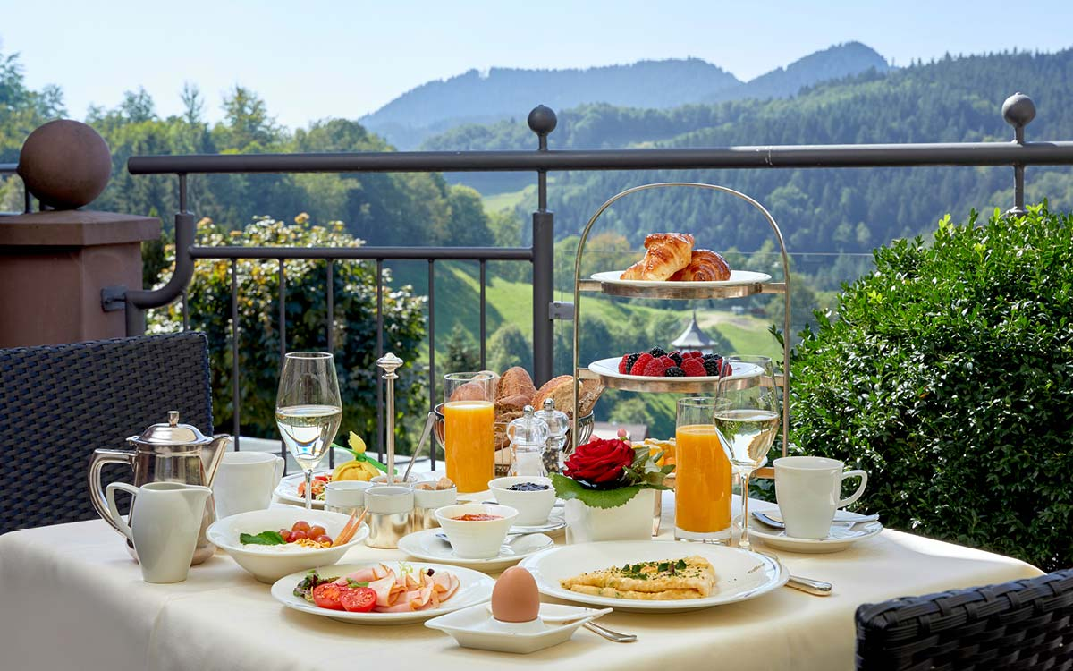 niche_destinations_dollenberg_black_forest_resort_eating_table